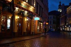 letland Nachtstraten van Riga Kerstmis in Riga 01 januari, 2018 stock fotografie