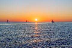 Letland, Riga, Oostzee, zonsondergang, mol en golf 2017 Stock Afbeelding