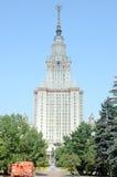 Letniego dnia upału Moskwa Stalin drapacza chmur stanu Sierpniowy uniwersytet główny budynek Moskwa stanu uniwersytet Rosja Fotografia Royalty Free