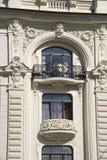 Letonia, Riga Adornamiento de un balcón del edificio en Imagen de archivo