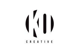Letra blanca Logo Design del knock-out K O con el fondo del círculo libre illustration