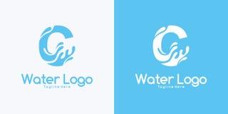 letra C de la combinación y concepto de diseño del logotipo del agua fotografía de archivo