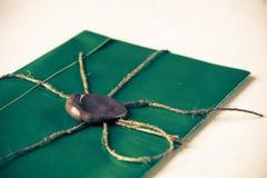 Letra con el sello en la tabla Imágenes de archivo libres de regalías