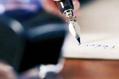 Letra de amor da escrita da mulher Imagem de Stock Royalty Free