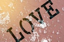 Letra de amor en un fondo rosado foto de archivo libre de regalías