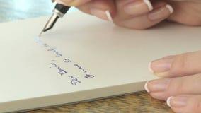 Letra de la escritura de la mujer almacen de metraje de vídeo