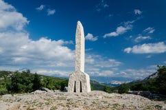 Letra del alfabeto de Glagolitic A en el valle de Baska en la isla de Krk Fotos de archivo