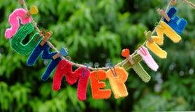 Letra do verão, fundo do verão Fotos de Stock Royalty Free