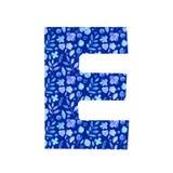 letra E de la acuarela con un modelo de flores y de hojas libre illustration