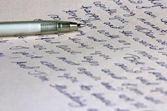 Letra e pena escritas à mão Imagens de Stock Royalty Free