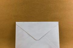 Letra en la textura de papel de madera del fondo Imagen de archivo