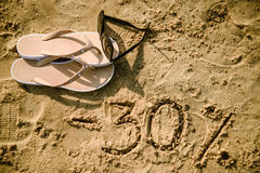 letra 30 escrita en la arena Fotografía de archivo