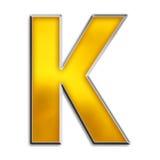 Letra isolada K no ouro brilhante Fotografia de Stock Royalty Free