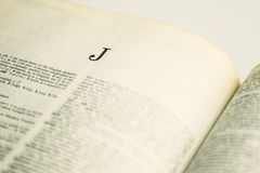 Letra J del primer en diccionario inglés Foto de archivo