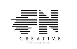 Letra Logo Design da zebra do FN F N com listras preto e branco Imagens de Stock