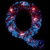 Letra luminosa Q integrada por formas poligonales abstractas fotografía de archivo