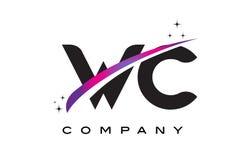 Letra negra Logo Design del WC W C con Swoosh magenta púrpura Fotos de archivo