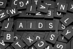 A letra preta telha a soletração da palavra & do x22; aids& x22; imagens de stock royalty free