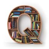 Letra Q Alfabeto sob a forma das prateleiras com os livros isolados sobre Imagens de Stock Royalty Free