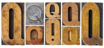 Letra Q en el tipo de madera bloques imagen de archivo