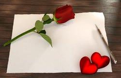 A letra romântica com aumentou, corações vermelhos na tabela de madeira Fotos de Stock