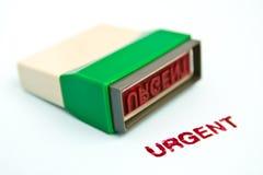 Letra urgente no carimbo de borracha verde Fotografia de Stock