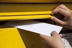 Letra y buzón Fotos de archivo