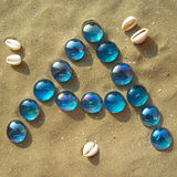 Letras azuis na areia - A - vertical Fotografia de Stock