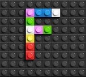 Letras coloridas F do alfabeto dos tijolos do lego da construção no fundo preto do tijolo do lego fundo do lego letras 3D ilustração royalty free