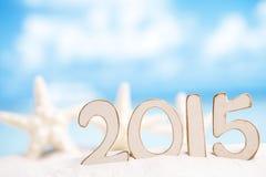 2015 letras com estrela do mar, oceano, praia branca da areia Imagens de Stock