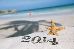 2014 letras com estrela do mar, oceano, praia e seascape Fotos de Stock