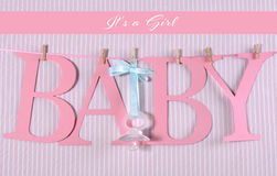 Letras cor-de-rosa que bunting o bebê da soletração Foto de Stock