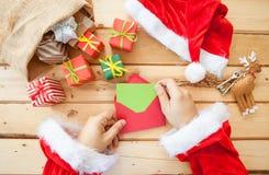 Letras da leitura de Santa Claus Imagens de Stock