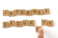 Letras da madeira da segurança do Internet Fotografia de Stock Royalty Free