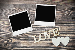 Letras de amor talladas en el de madera viejo Imagen de archivo libre de regalías