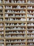 Letras de bloco da impressão da ligação para o jornal em uma casa imprimindo velha fotos de stock