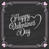 Letras de día de las tarjetas del día de San Valentín en un fondo de la pizarra Foto de archivo libre de regalías