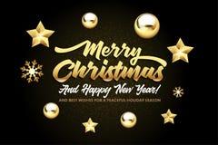 Letras de la Feliz Navidad, y de la Feliz Año Nuevo con las estrellas y las bolas de oro de la Navidad en un fondo negro fotografía de archivo libre de regalías