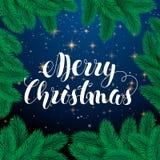 Letras de la mano de la tarjeta de felicitación de la Feliz Navidad Fondo del cielo nocturno Árbol de navidad Estrellas de oro Il Foto de archivo libre de regalías