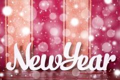 Letras de madeira brancas que constroem o ano novo do texto inglês Neve e Sn Imagens de Stock Royalty Free