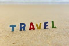 Letras de madeira do CURSO na praia Imagem de Stock Royalty Free