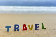 Letras de madeira do CURSO na praia Fotos de Stock Royalty Free
