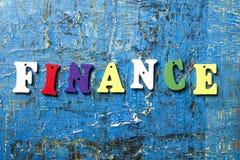 Letras de madera con el texto: Finanzas ABC de madera Fotografía de archivo libre de regalías