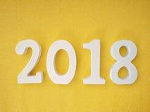 2018 letras de madera en la tabla del brillo del oro para el fondo del Año Nuevo 2018 Fotografía de archivo