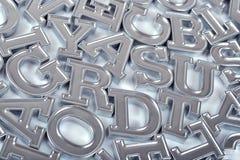 Letras de plata del alfabeto como fondo fotos de archivo