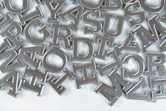 Letras de plata del alfabeto en un blanco imágenes de archivo libres de regalías