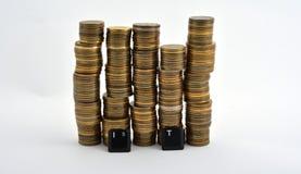 Letras del teclado de ordenador de las TIC con las monedas aisladas en blanco Imagenes de archivo