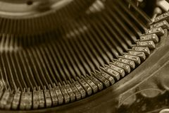 Letras del viejo cierre de la foto de la máquina de escribir encima del vintage teñido Fotos de archivo