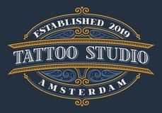 Letras del vintage para el estudio del tatuaje en un fondo oscuro stock de ilustración