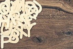 Letras do alfabeto no fundo de madeira da textura De volta à escola Fotos de Stock Royalty Free